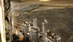 Orcos, Troles y Nazgul cercan Minath Tirith, todo parece perdido, pero vencerá el bien