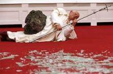 """Juan Pablo II, uno de los hombres más virtuosos e influyentes del siglo XX; Papa, Vicario de Cristo, Máximo jerarca de la institución más antigua de la Tierra, la que trae la Gracia de Dios y da más servicio de educación y salud, representante de 1.200 MM de personas. Es vilipendiado, lop que constituye un delito en la mayoría de los países: ¿""""bello""""?, no me digas, ¿es esto subjetivo?, estás loco"""