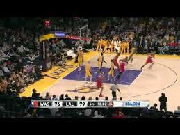 De local, contra uno de los peores equipos de la NBA, los Wizards, hace una semana, entregándose, luego de obtener una ventaja de 18 puntos, los lakers 2013 mostraron que no tienen vida
