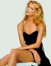 Claudia Schiffer, uno de dos paradigmas contemporáneos de belleza: la anoréxica-style