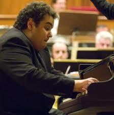 Volodos, el gran pianista, en plena acción, nos da una clasecita sobre estética y música, con tres palabras