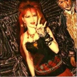 Cindy, en una de sus imágenes características: la apariencia de la revolución, hasta las brujas saldrían corriendo