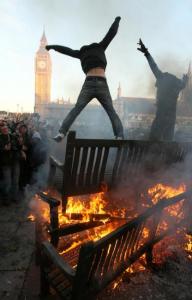 Disturbios de Londres: logro revolucionario: destrucción de la familia, drogas, alcoholismo, vidas destruidas. Marginalidad cultural ilustrada, eso es la revolución...