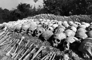Éste es el paso triunfante de los hombres nuevos, de esos caballeros oscuros: el paso de los campos de la muertes, de los campos de exterminio