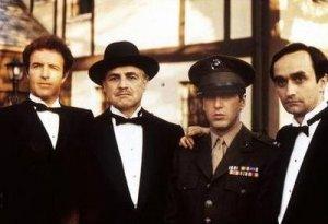 La Familia Corleone: de acuerdo con los enemigos de la Iglesia, ella no es más que esta organización delictiva... o sí: más poderosa, la más poderosa. Espera, eso fue lo que dijo el propio Ford Coppola, en el Padrino III. ¿Ves?, no vamos tan lejos de la realidad