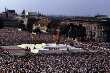 Juan Pablo II, en Varsovia, lanzó el ataque que derribó la Cortina de Hierro. Inmenso león de Dios: profetizó la crisis y la enfrentó como nadie más lo hizo