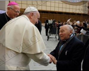 Francisco, Papa, con Gustavo Gutiérrez: una muestra de que la adscripción de Francisco va más allá de la modernidad de Pío X: llega a la Postmodernidad de la que Heidegger es un promotor principal