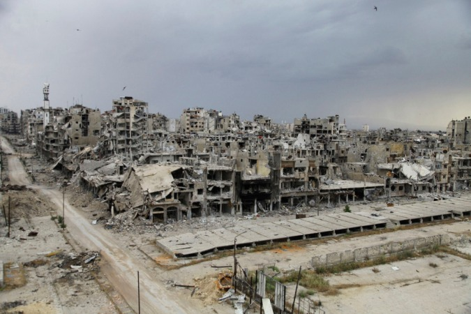 La ciudad de Homs, completamente destruida [respeto el texto del sitio del que tomé la foto, vía google images] // Destroyed buildings are pictured, after the cessation of fighting between rebels and forces loyal to Syria's President Bashar al-Assad, in Homs city, May 10, 2014. Picture taken May 10, 2014. REUTERS/Ghassan Najjar (SYRIA - Tags: CIVIL UNREST CONFLICT TPX IMAGES OF THE DAY POLITICS)