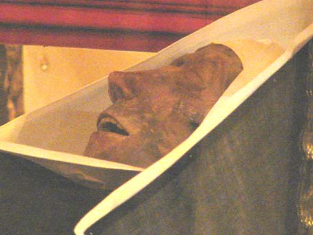 Santa Rita, murió hace 568 años y su cuerpo está incorrupto, como se ve aquí