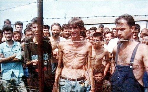 Éste es el raquítico bosnio usado para engañar. Time llegó a poner esta foto en su portada, preguntando: ¿esto debe continuar?