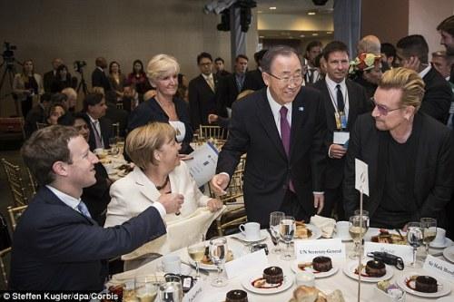 Zuckerberg y Merkel, Bono y Moon. The revolution is the leitmotiv of being televised
